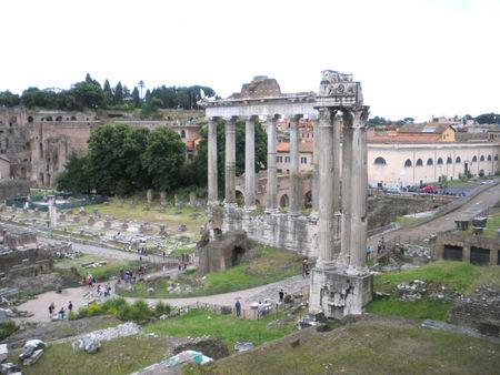 IMGP0429___ROME___Temple_de_SATURNE____gauche____de_la_Concorde____droite_