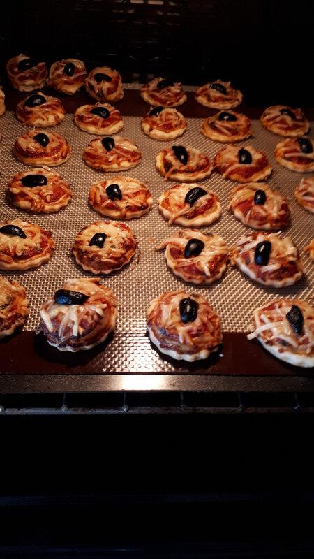 Minis croissants et minies pizzas pour l'apéritif 035