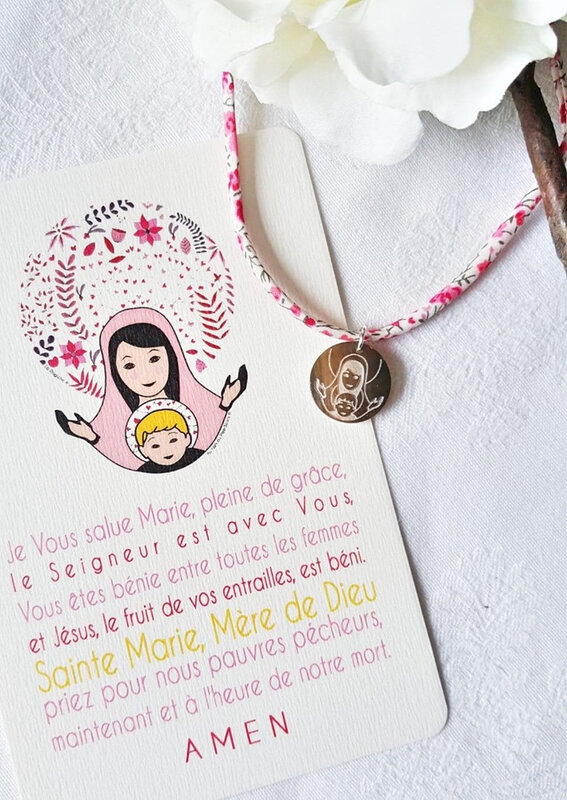 Catho Box Vierge à l'Enfant collier (rose) - 22 €