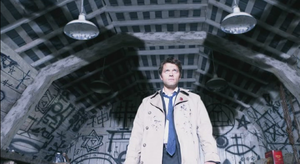 Castiel_shows_his_wings