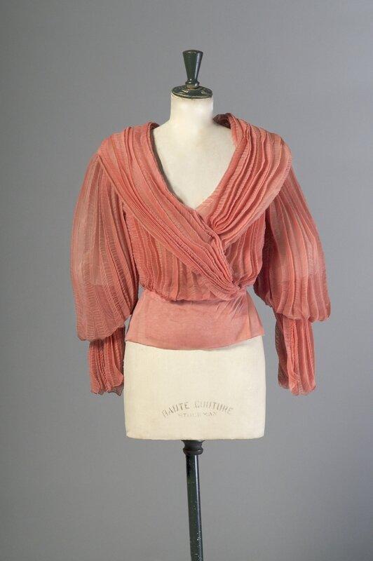Christian Dior Haute Couture par Gianfranco Ferre╠ü 1500 -2000Ôé¼ IVOIRE LYON 9 octobre 2015