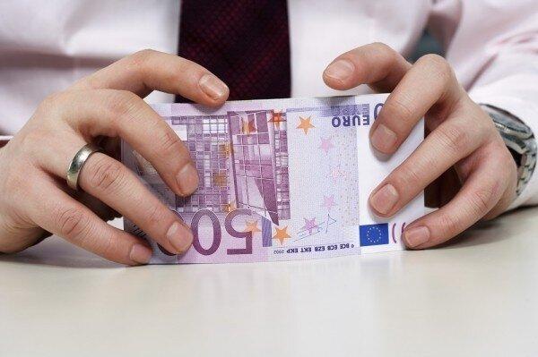 Darlehen in Höhe von Geld zwischen den einzelnen