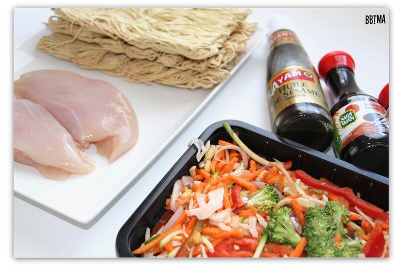 1-idee-menu-plat-recette-cuisine-wok-asiatique-legumes-croquants-nouille-chinoise-poulet-sauce-soja-sezame-facile-rapide-carotte-poivron-brocolis-oignon-bbtma-blog-maman-parents-enfant-kids-15-minutes