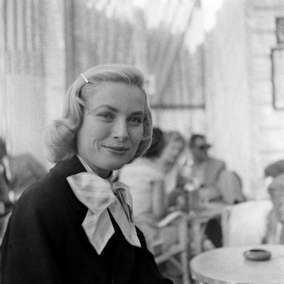 WA3708552_Grace_Kelly_During_Interview_with_Daily_Mirror_Reporter_Donald_Zec_at_the_1955_Cannes_Film_Festival_Affiches