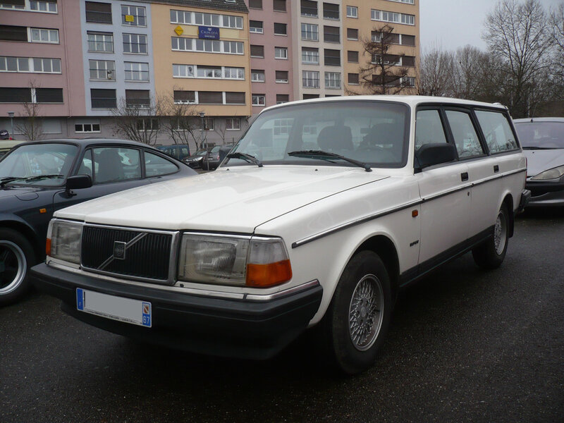 VOLVO 240 Classic Super break Strasbourg (1)