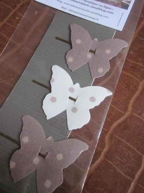 Carte de 3 pinces à cheveux papillon dont 2 beige à pois écru et 1 écru à pois beige