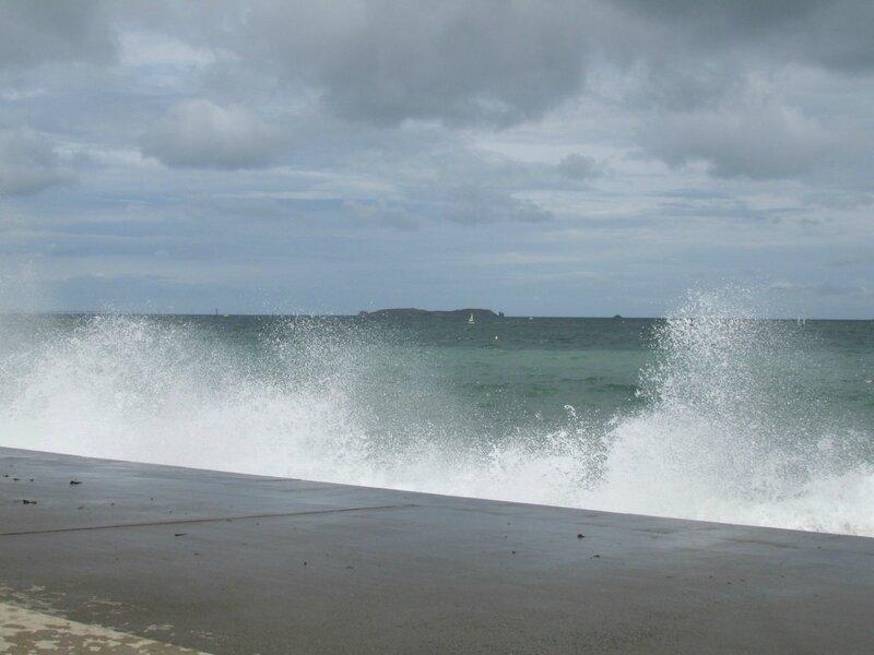 Yacht de dubaï Emir et grosses vagues gd marées 15 août 2014 031