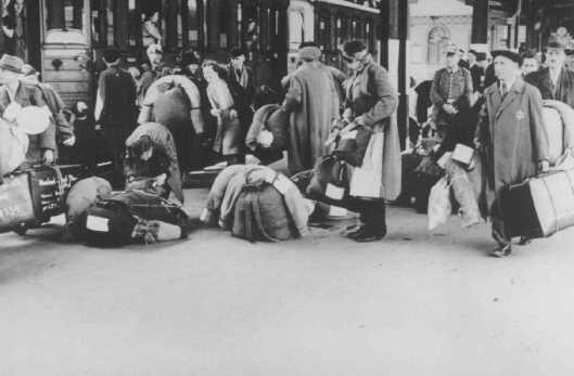 Anhalterbahnhof_départ juifs allemands_1