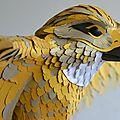 Création d'une sculpture d'oiseau géant / faucon en papier pour la décoration d'un événement horlogerie à dubaï