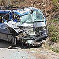 véhicule accidenté sur une route