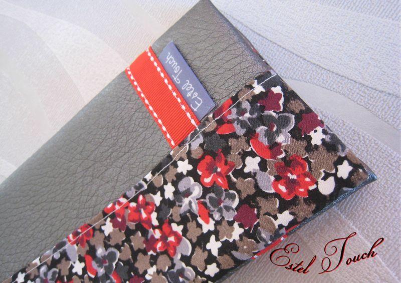 porte chéquier gris rouge1
