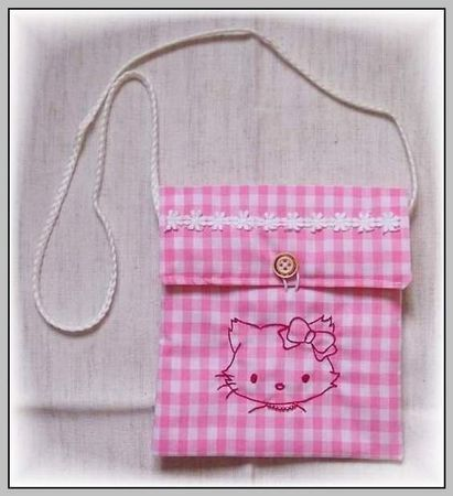Pochette '' Hello Kitty '' ( carinne )