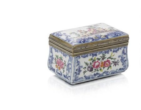 A_Chinese_famille_rose_silver_mounted_porcelain_rectangular_snuff_box__third_quarter_18th_century2