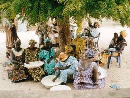 TRIAGE_NETTOYAGE_DU_RIZ_POUR_FAIRE_LE_TIEBOUDIENE_PLAT_NATIONAL_SENEGALAIS