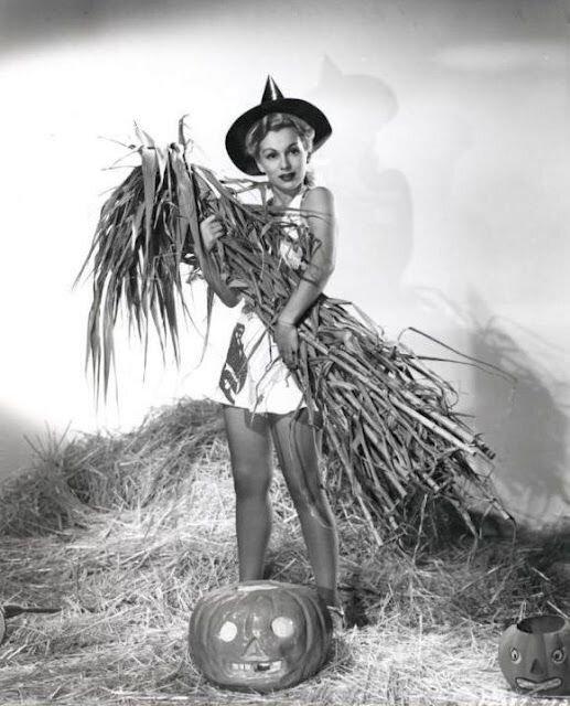 mm_friend-halloween-zsa_zsa_gabor-1950s-a