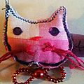 broche chat rose carrreaux