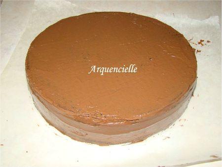 Enduire le gâteau de crème ou nutella