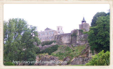 Parthenay_Citadel_from_Saint_Paul_Bridge__2_