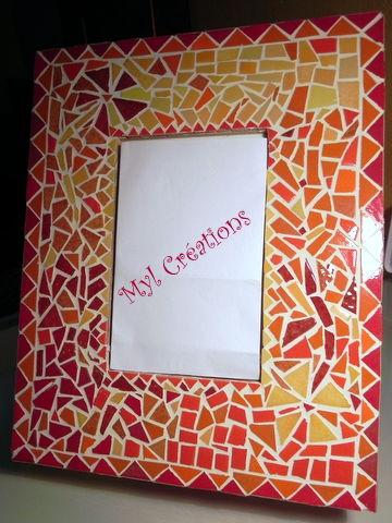Cadre mosaïque rouge et jaune