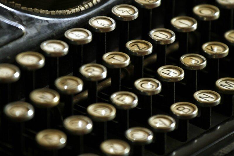 typewriter-472850_1280