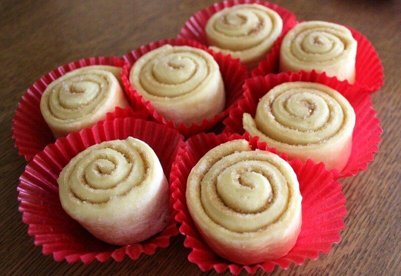 Cinnamon rolls (3)