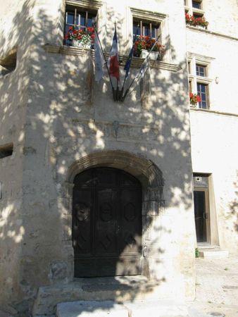 Entrée du château de Château-Arnoux