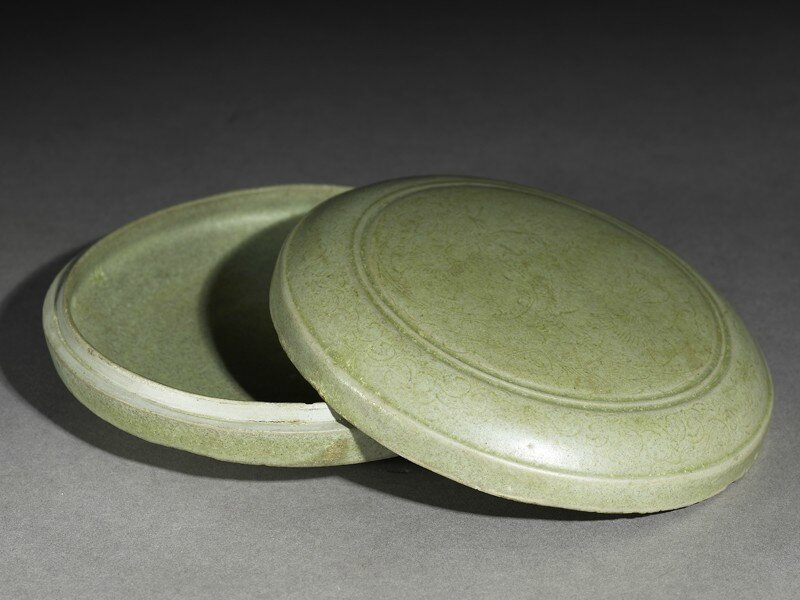 Greenware circular box and lid with flower decoration, Yue kiln-sites, 10th century, Five Dynasties Period (AD 907 - 960)