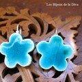 BO 4 : Petite fleur turquoise en dormeuses