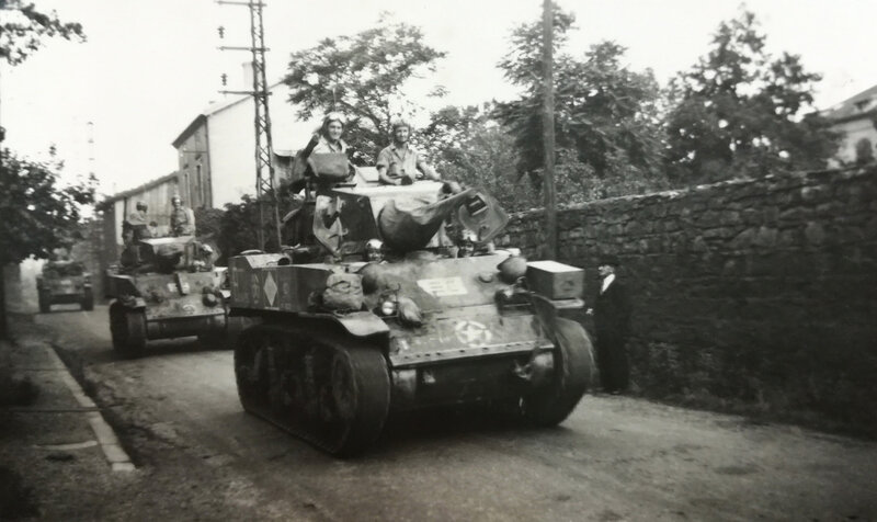 chars 1e DB, Saint-Chamond, sept 1944 (1)