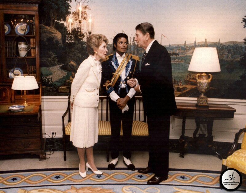 michael-meets-with-former-president-ronald-reagan-and-his-wife-nancy-at-the-white-house(29)-m-2