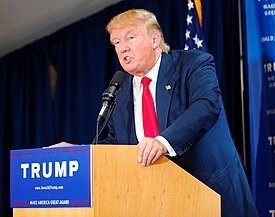 275px-Donald_Trump_Laconia_Rally,_Laconia,_NH_4_by_Michael_Vadon_July_16_2015_21