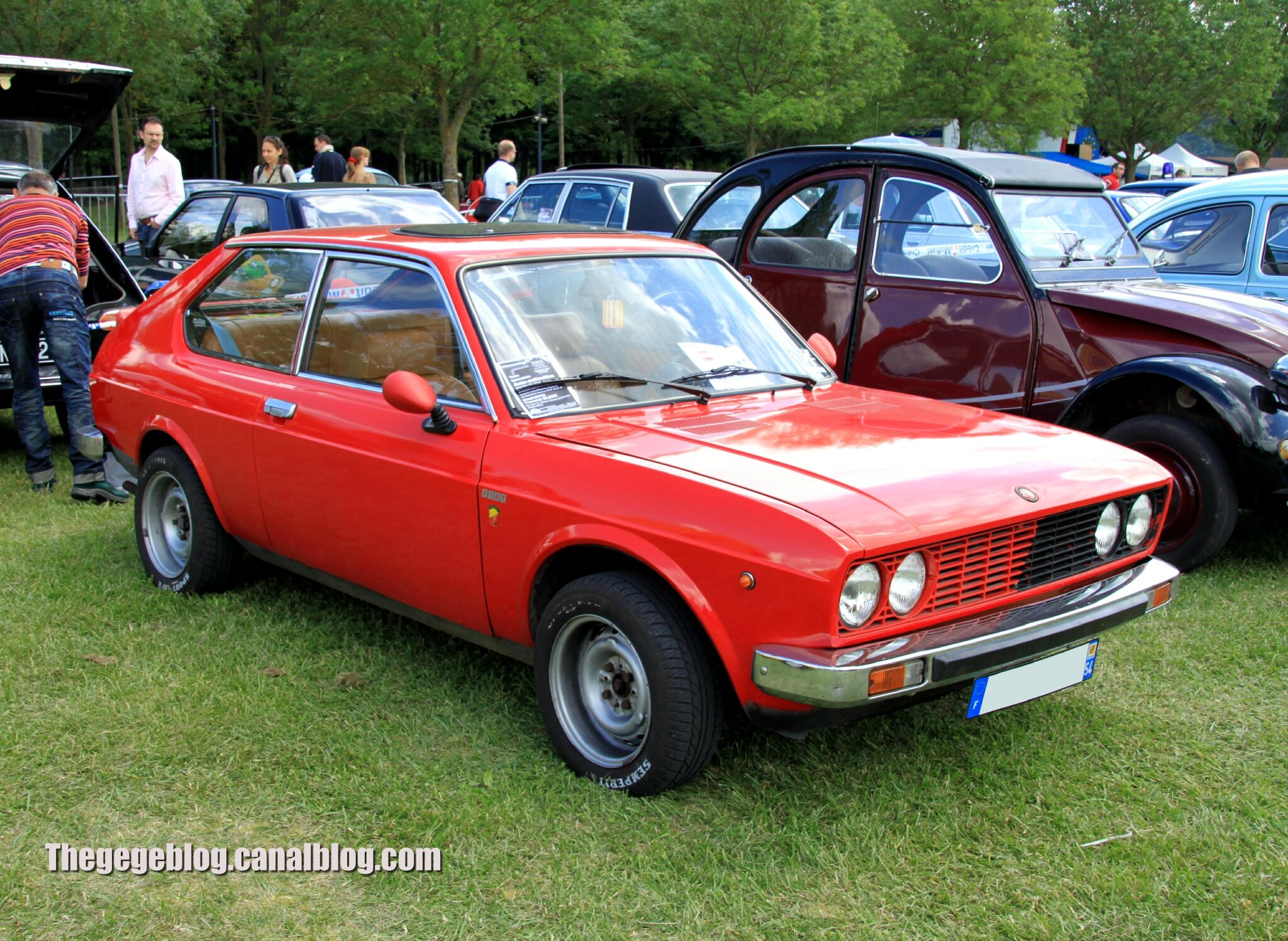 Fiat 128 berlinetta de 1976 (Retro Meus Auto Madine 2012) 01